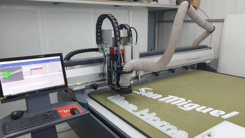 Eurorot | Corte Fresado Grabado Rigidos Fresadora Alarsis Gran Formato Produccion Servicios Graficos